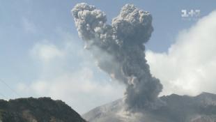 Кровавое озеро и закапывание в вулканический песок. Япония. Мир наизнанку - 9 серия, 9 сезон