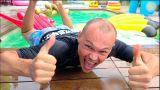 Катя заставила всех купаться в бассейне на скорость или family Fun play time in the swimming pool