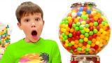 Макс и Катя хотят шоколад и конфеты у продавца сладостей